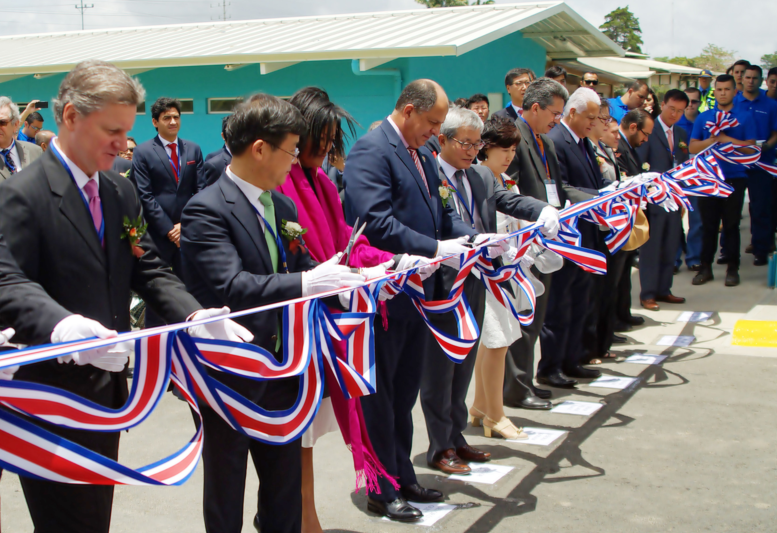 Sae-A Spinning is holding a ribbon-cutting to officially open the Sae-A Spinning S.R.L. Beginning third from the left, Cheryl Mills, Counselor and Chief of Staff for former Secretary of State to the United States (2009-2013) and Founder of BlackIvy Group; Luis Guillermo Solis, Costa Rican President; and Kim Woong-ki, Sae-A Trading Co. Ltd Chairman are pictured.