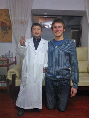 Derek Spath (right), 2013 alumnus of Ecela in Cusco, with his homestay brother (left).