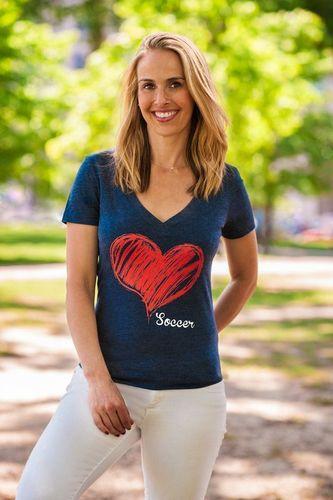 3x Olympic Gold Medalist, Heather Mitts, wearing Brenda and Eddie's first Inspiration Nation T-Shirt. (PRNewsFoto/Brenda and Eddie)