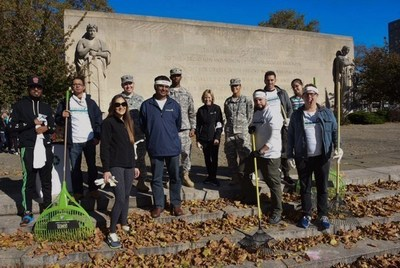 Aimco team members in New York gather to beautify the Brooklyn War Memorial in partnership with The Mission Continues.  The volunteer effort is part of Aimco's national initiative to honor veterans.