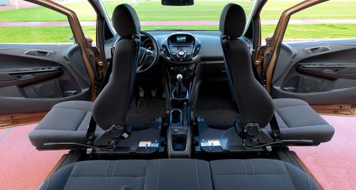 le ford b max offre un acc s pour tous gr ce au si ge pivotant turnout. Black Bedroom Furniture Sets. Home Design Ideas