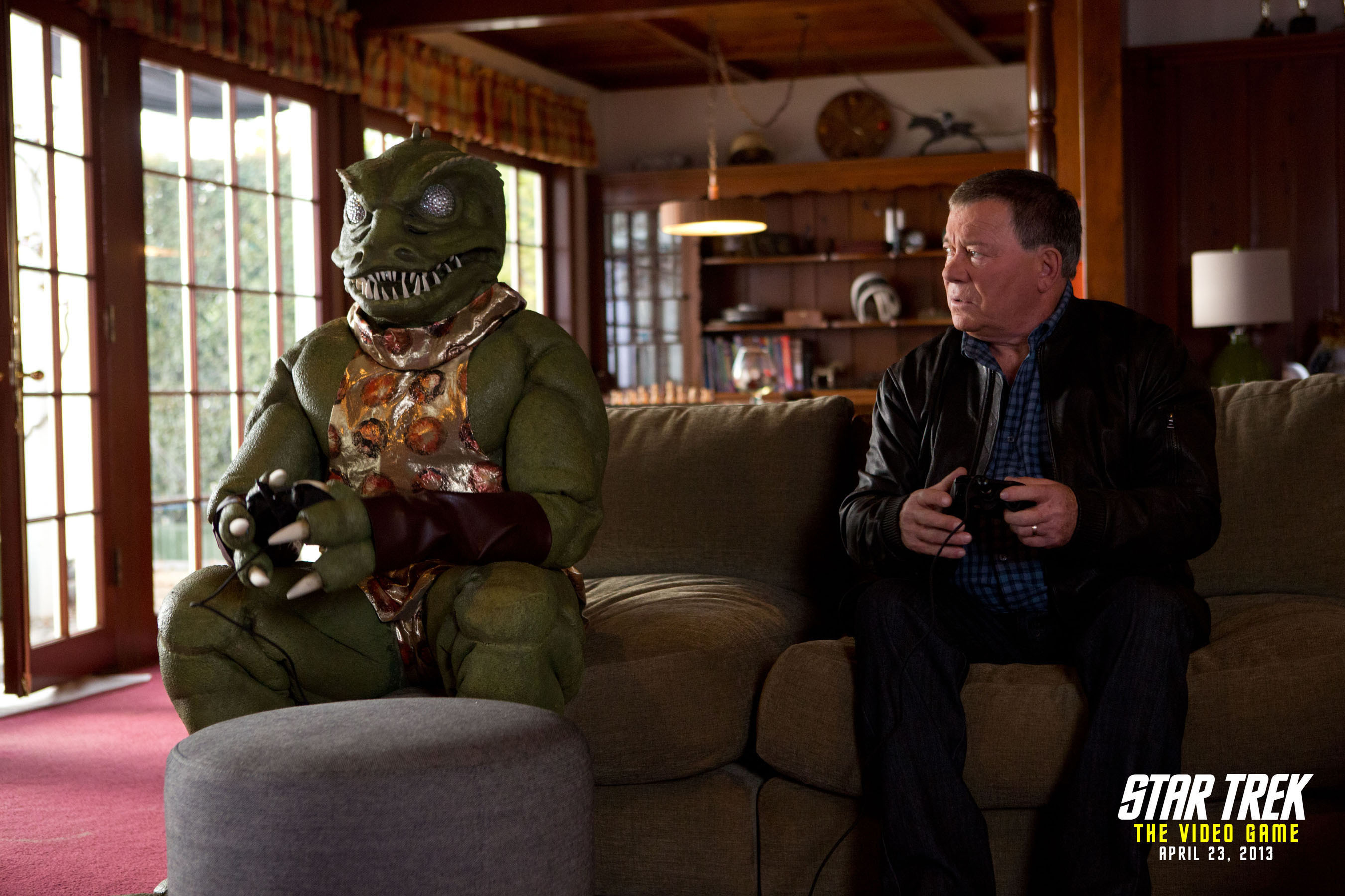 William Shatner and the Gorn reunite for the promotion of STAR TREK: THE VIDEO GAME (2013). (PRNewsFoto/Paramount Pictures Corporation) (PRNewsFoto/PARAMOUNT PICTURES CORPORATION)