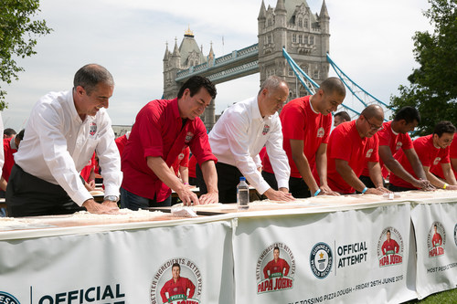 Papa John's Founder, John Schnatter, joins in with his employees to help Papa John's break the GUINNESS WORLD RECORD for the most number of people tossing pizza dough simultaneously. (PRNewsFoto/Papa John's) (PRNewsFoto/Papa John's)