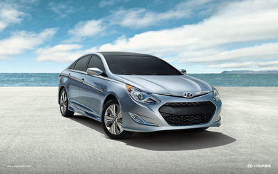 2014 Sonata Hybrid Refreshes Interior With New Standard Premium Features And MAXIMIZES Electric-Only Driving Efficiency.  (PRNewsFoto/Hyundai Motor America)