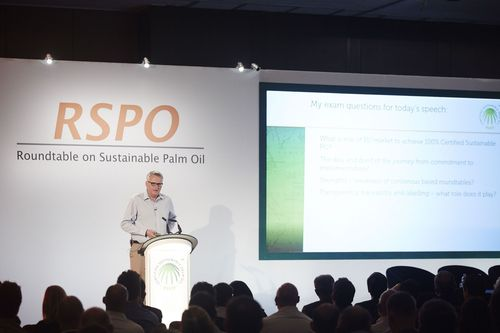 """Dr Alan Knight (OBE) âeuro"""" Sustainability Director at Business in the Community & former board member of FSC (PRNewsFoto/RSPO)"""