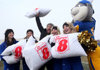 Super 8 & Joey Fatone break Guinness World Record for largest pillow fight (PRNewsFoto/Wyndham Hotel Group)