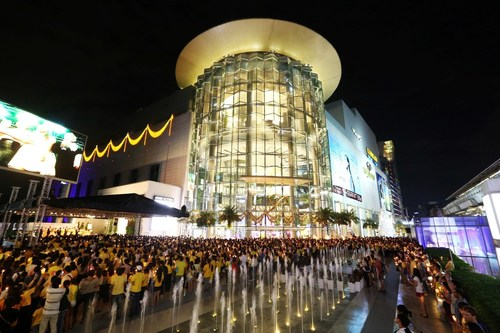Siam Paragon ranked 6th place as the world's most talked-about places on Facebook in 2015 is Thailand's ...