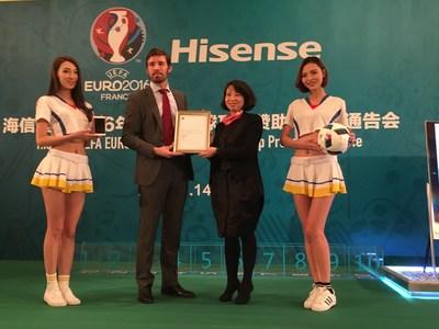 UEFA officer presents Hisense sponsorship certificate (PRNewsFoto/Hisense)