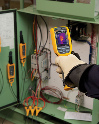 Fluke Corporation expands the CNX Wireless Test Tools system to include the best-selling Fluke Ti1XX Series Thermal Imagers, enabling users to troubleshoot even more problems than before. A free and easy upgrade connects thermal imagers to the Fluke CNX Wireless Test Tools for both new and current users.  (PRNewsFoto/Fluke Corporation)