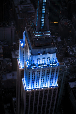 The Empire State Building, in partnership with the Arthritis Foundation, honors World Arthritis Day by shining its world-famous tower lights in all blue. The Empire State Building image(R) is a registered trademark of ESBC and is used with permission.  (PRNewsFoto/Arthritis Foundation, Whitney Cox)