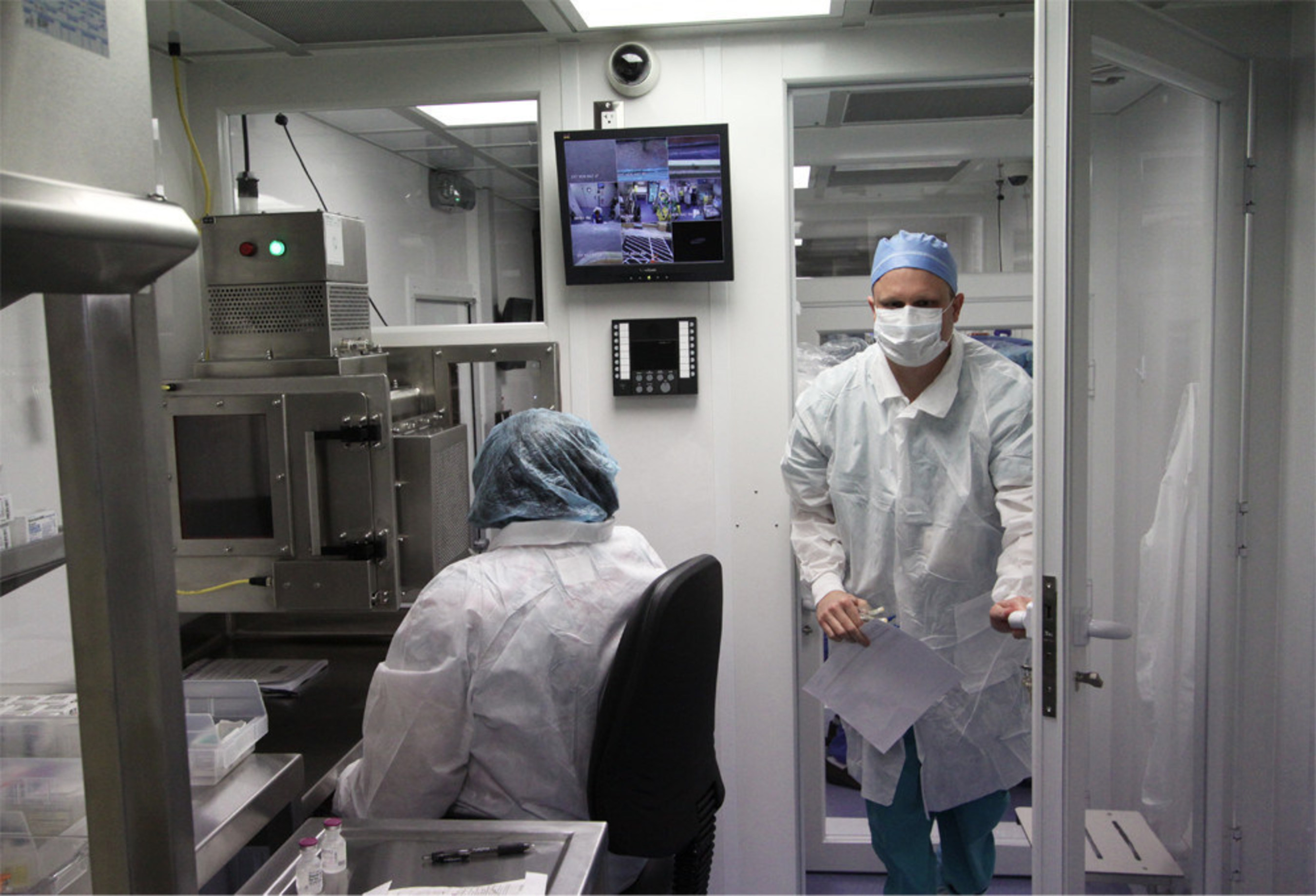 US Hospital Pioneers Use of First Mobile Compounding Cleanroom