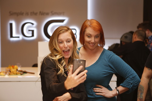 Attendees use LG G3's camera features to take selfies at the global launch of LG G3 Tuesday, May 27, 2014, in San Francisco (PRNewsFoto/LG Electronics MobileComm USA)