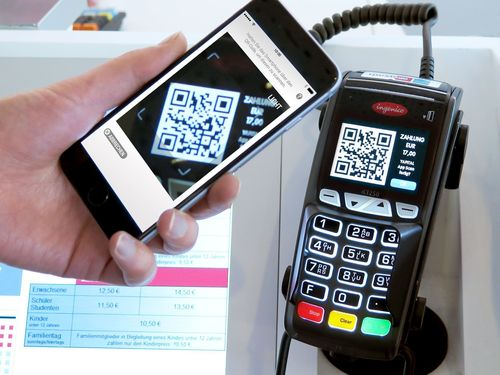 Pay now via mobile with Yapital at cinemas (PRNewsFoto/Yapital Finance AG)