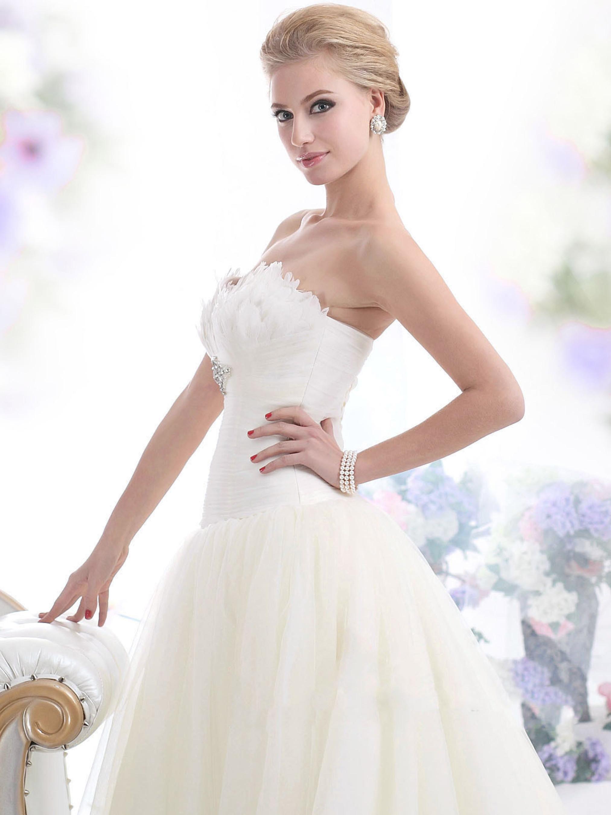 Alina - Custom Made Bridal Gown.  (PRNewsFoto/Laila Monroe)