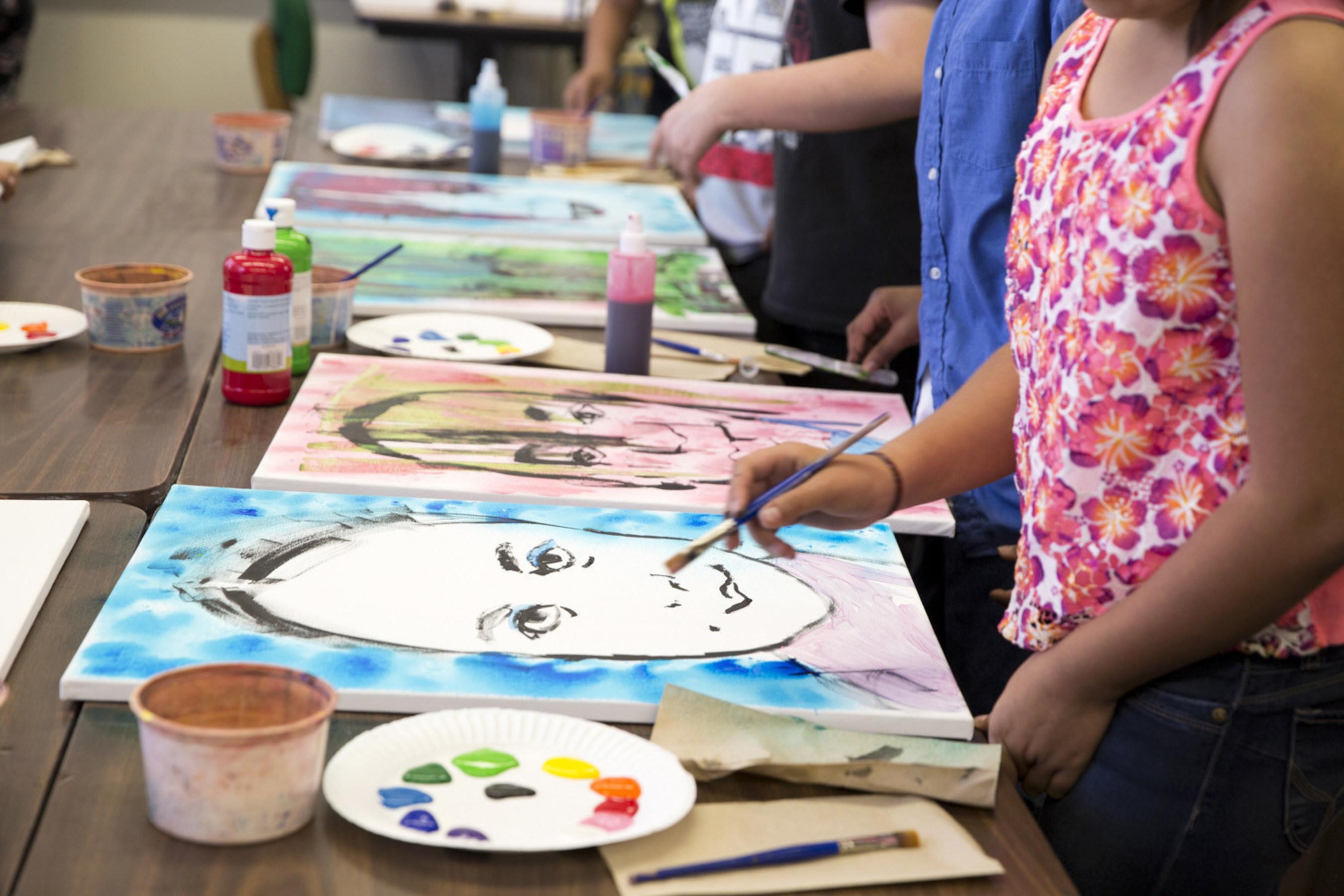 Students work on self portraits at San Bernardino's Barton Elementary in California during a Turnaround Arts event. (Photo courtesy of T Studio)