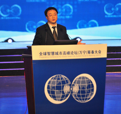 Mr. Guo Liqiao, deputy director of the department of science and technology at the Ministry of Housing and Urban-Rural Development (MHURD) delivers a keynote speech. (PRNewsFoto/Business Operation Service Center of Global Smart City Summit Forum) (PRNewsFoto/BUSINESS OPERATION SERVICE...)