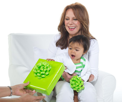 """""""Marlo Thomas and celebrity friends launch 9th Annual St. Jude Thanks and Giving(R) campaign."""" (PRNewsFoto/ALSAC/St. Jude Children's Research Hospital)"""