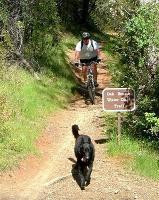 Hiking in Redding (PRNewsFoto/Visit Redding)