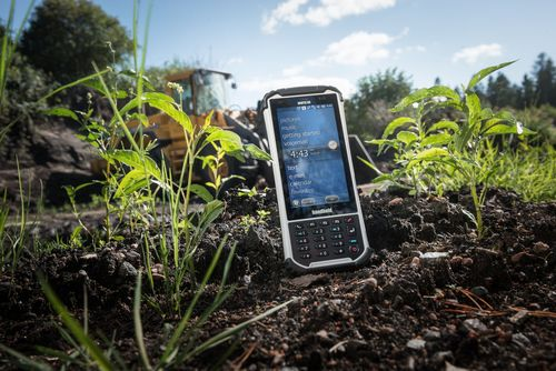 The new Nautiz X8 ultra-rugged handheld has an incredibly bright, sunlight-readable display. With a 4.7-inch display it is among the largest screens available in a rugged handheld. (PRNewsFoto/Handheld Group)