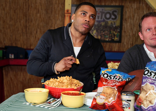 Nelly hosts the Tostitos Fiesta Bowl Pre-Game Party at Cabo Cantina in Los Angeles and gives fans a first taste of the new Tostitos Fajita flavored Scoops! tortilla chips and Queso Blanco dip. (PRNewsFoto/Frito-Lay North America) (PRNewsFoto/FRITO-LAY NORTH AMERICA)
