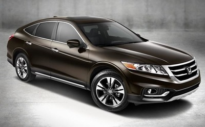 The 2014 Honda Crosstour Manages To Combine The Maneuverability Of A Sedan  With The Versatility Of
