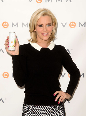 Jenny McCarthy looking beautiful with a can of Vemma Renew in hand