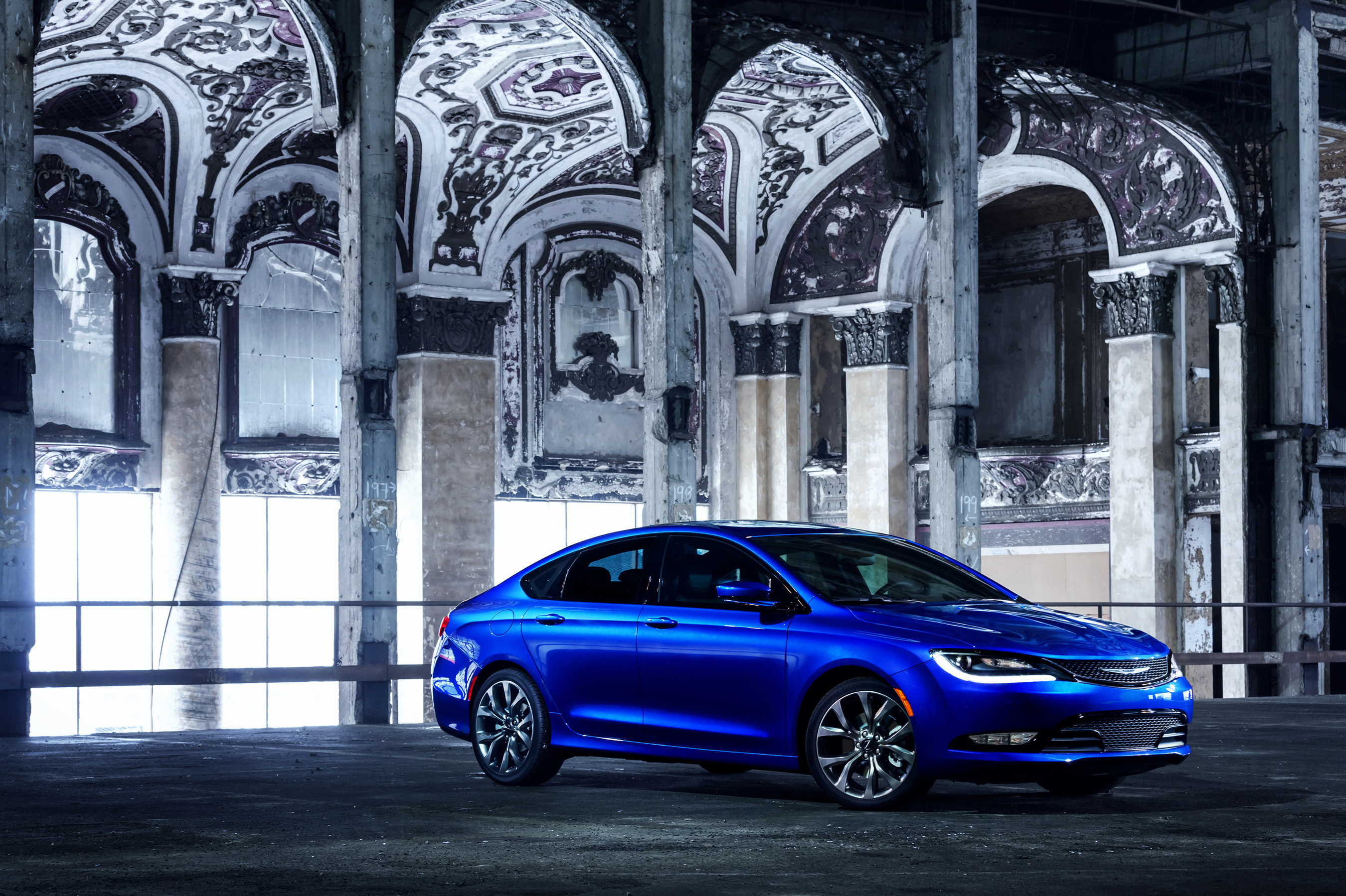 Chrysler 200: Front Seat Cupholders