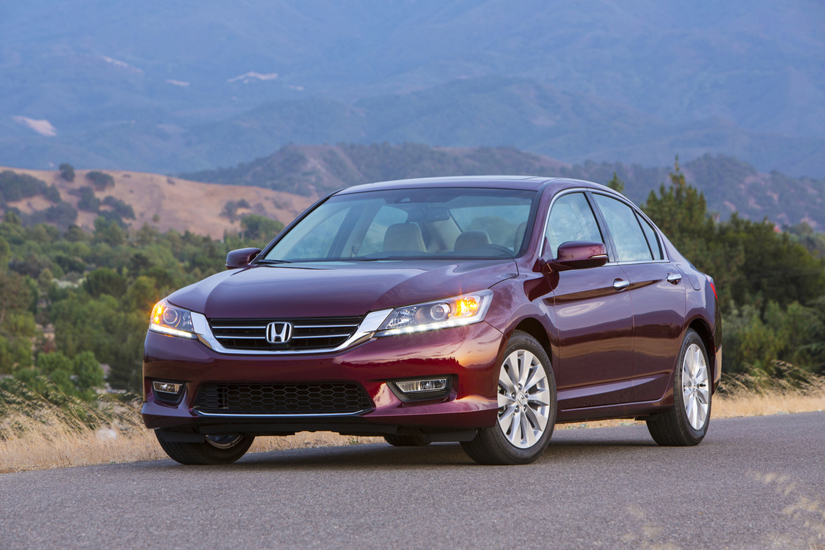 Honda Named Most Trusted Brand and Best Overall Brand by Thousands of New-Car Shoppers in KBB.com's 2014 Brand Image Awards (PRNewsFoto/American Honda Motor Co., Inc. )