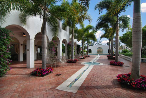 Standard Pacific Homes acquires homesites at The Oaks at Boca Raton. The Club at The Oaks amenity center includes a tennis club and fitness center for residents.  (PRNewsFoto/Standard Pacific Homes)