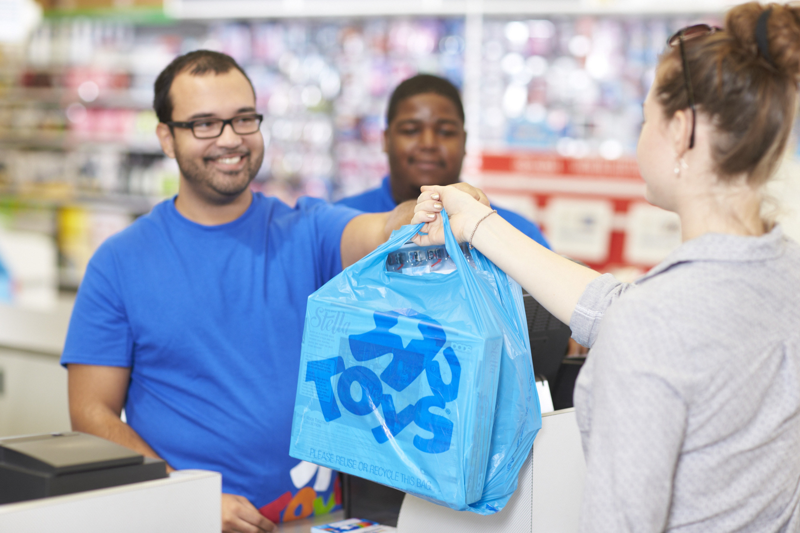 """Toys""""R""""Us announces 2016 holiday hiring plans"""
