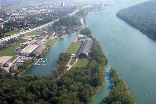 """Only ten minutes drive from Vienna, there is a unique peninsula in Europe, ready for investors / Photo Credit: blue danube park Editorial use of this picture is free of charge. Please quote the source: """"ops/blue danube park/WRG - Werft Revitalisierung GmbH"""" (PRNewsFoto/WRG - Werft Revitalisierung GmbH)"""
