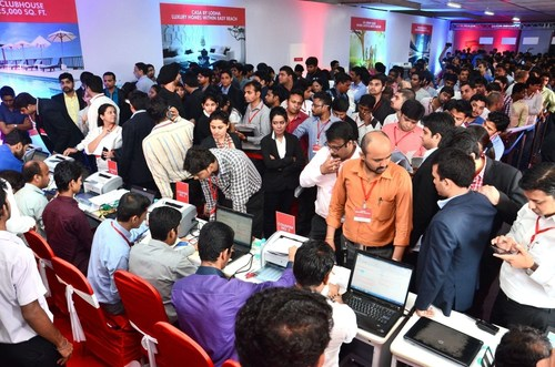 Over 1500 applications received on Day 1 making it the most successful IPO-style real estate application process ever (PRNewsFoto/Lodha Developers Pvt Ltd) (PRNewsFoto/Lodha Developers Pvt Ltd)