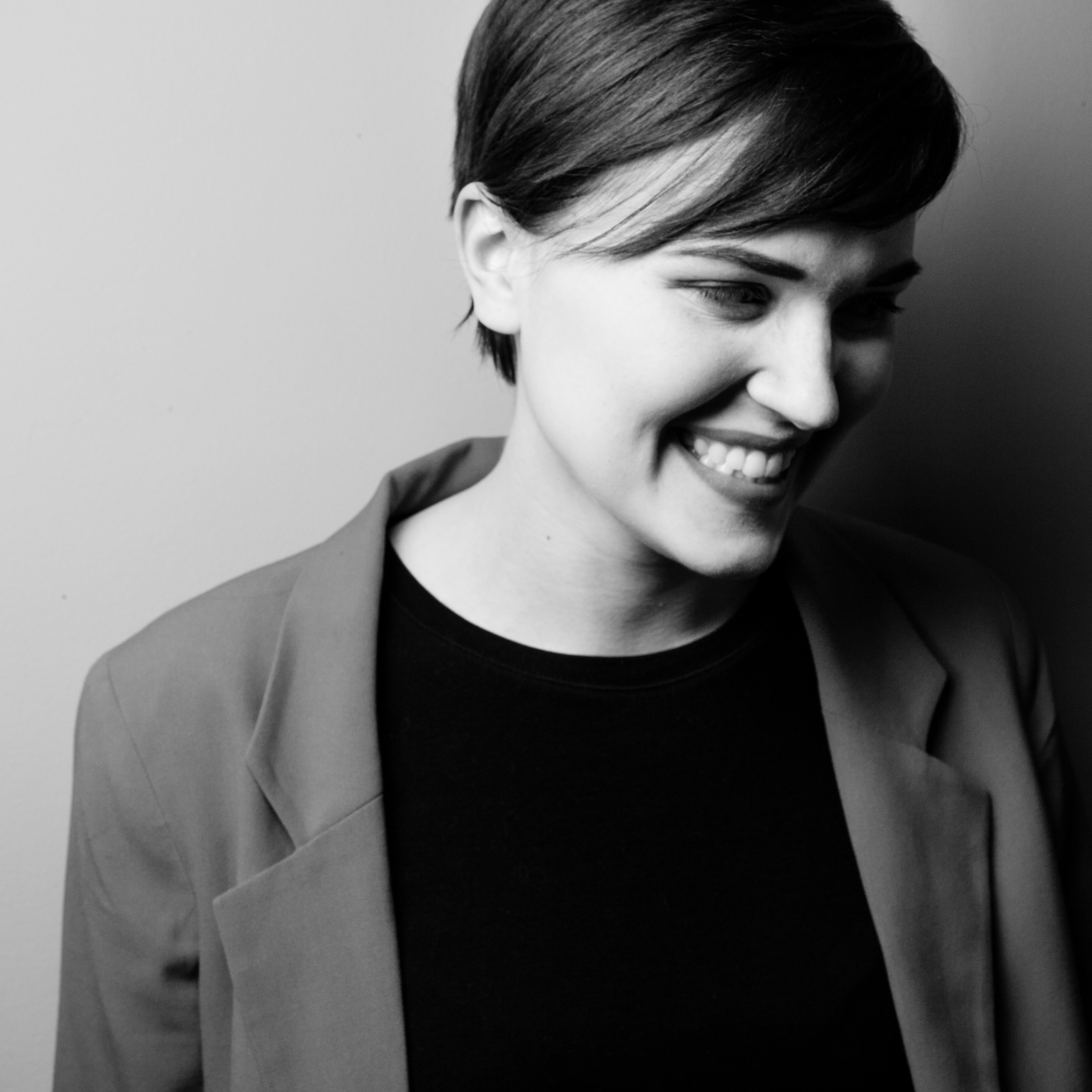 Veronica Roth is the #1 New York Times bestselling author of the DIVERGENT series with more than 32 million copies sold worldwide.