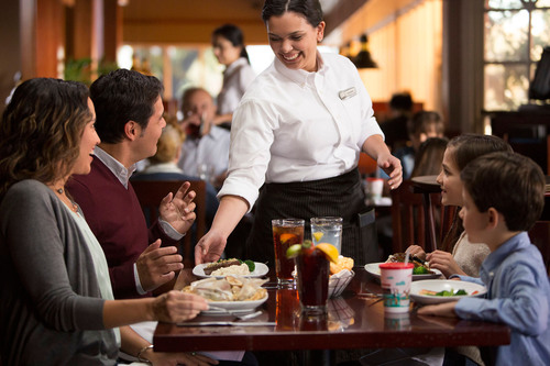 Red Lobster Launches First Spanish-Language Advertising Campaign. (PRNewsFoto/Red Lobster) (PRNewsFoto/RED ...