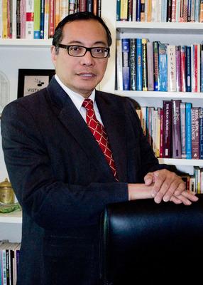 Dr. Luis Calingo Becomes 13th President of Woodbury University.  (PRNewsFoto/Woodbury University)