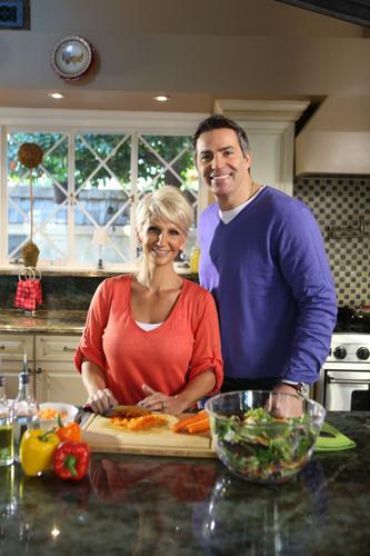 Kurt and Brenda Warner Choosing Heart-Healthy Foods. (PRNewsFoto/Kowa Pharmaceuticals America, Inc.) ...