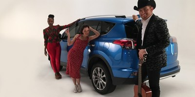 Latin artists El Dasa, Natalia Lafourcade and Goyo joined Toyota's RAV4 Hybrid for the #AceptaElReto challenge to get out of their musical comfort zone in Snapchat.  Los tres artistas latinos - El Dasa, Natalia Lafourcade y Goyo - junto con el RAV4 Hybrid de Toyota se unen a #AceptaElReto para salirse de su area de confort musical en Snapchat.