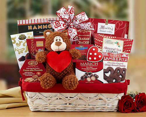 Valentine's Day Gift Basket from GiftBasketsOverseas.com. (PRNewsFoto/GiftBasketsOverseas.com) (PRNewsFoto/GIFTBASKETSOVERSEAS.COM)