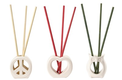 SmartScents by PartyLite(TM), rolled paper sticks infused with PartyLite premium fragrance, are perfect for places where flameless fragrance is preferred