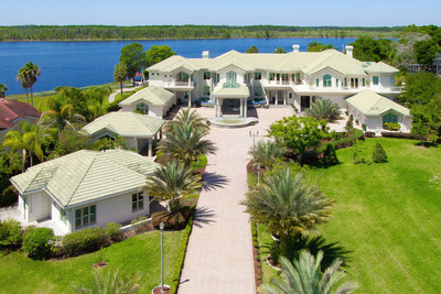 On March 4, 2014, global real estate auction firm Concierge Auctions sold this 5-acre lakefront estate in Orlando, Florida in cooperation with Julie Bettosini and Reeta Casey of Stockworth Realty Group, an exclusive affiliate of Christie's International Real Estate. More info: www.ConciergeAuctions.com. (PRNewsFoto/Concierge Auctions)