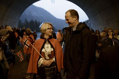 In late November Norwegian Minister of Transport Ketil Solvik-Olsen congratulated Mayor of Hjelmeland District Council Trine Danielsen on the building of vital infrastructure: a new tunnel and one of the fastest fiber-optic networks in the world. (Photo: Tommy Ellingsen)