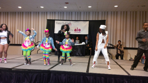 In Atlanta, R&B singer/songwriter Angie Stone takes center stage with youth dancers during the Aio-sponsored Black Family Expo, which celebrates the enduring strengths and traditional values of the African-American family.  (PRNewsFoto/Aio Wireless)