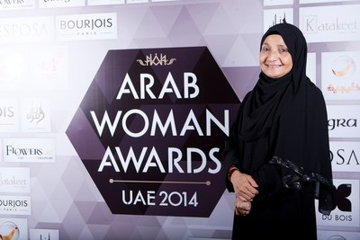 Fragrance Du Bois presented a special fragrance set to Dr Shaikha Al Maskari in recognition of her outstanding contribution to society and receiving the Businesswoman of the Year award (PRNewsFoto/Asia Plantation Capital)