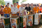 Collegiate members from the Epsilon-Omicron chapter of Lambda Chi Alpha Fraternity at the University of Tennessee collecting food for Feeding America.