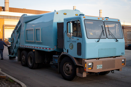The City of Chicago is currently running the Motiv ERV on different residential refuse and recycling routes of up to 60 miles, saving 2,688 gallons a year. (PRNewsFoto/Motiv Power Systems)