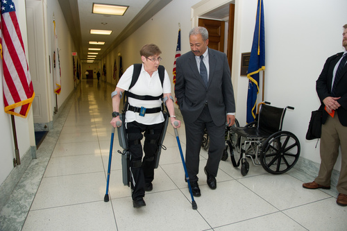Fattah with retired Army Sgt Theresa Hannigan using ReWalk in May 2014 (PRNewsFoto/Office of Congressman Fatta)