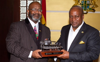 Zoetic CEO Jerome Ringo presents model of hydrokinetic turbine to President Mahama commemorating the agreement