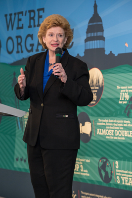Organic Industry honors Sen. Stabenow with Public Servant Award (PRNewsFoto/Organic Trade Association)