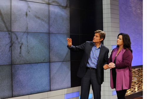 Dr. Oz reviews Rosie O'Donnell's angiogram while discussing her heart attack in the world exclusive ...