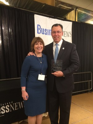 Astoria Bank Executive Vice President Brian Edwards accepts Long Island Business News' Corporate Citizen of the Year Award from Cathy Budman, M.D., Director of the National Tourette Center of Excellence at Northwell Health, one of the hundreds of organizations that benefit from Astoria Bank's support.